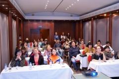 Слушатели слушают, а переводчик переводит